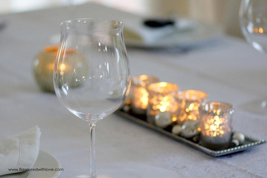 weihnachtliche tischdekoration in silber christmas table. Black Bedroom Furniture Sets. Home Design Ideas